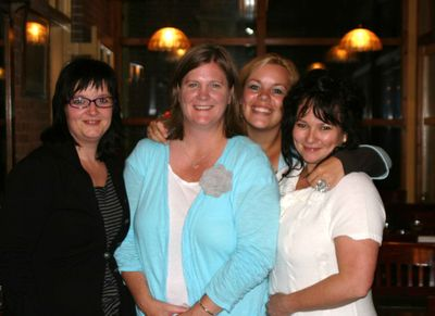 NL_Kimber and the gals at dinner_edit_sm