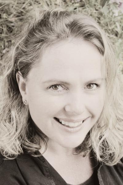 Melinda Spinks - Headshot mono