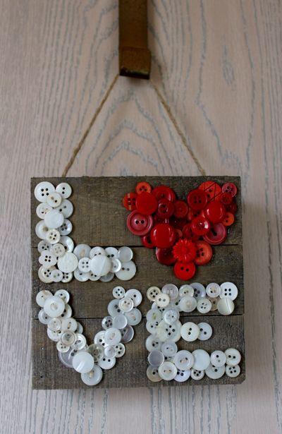 Button Love Pallet frame Pfolchert (832x1280)