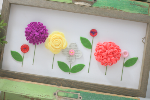 Mix the media home decor project using rustic white frame and felt flowers.  How to create a home decor piece.  Jillibean Soup projects.  #jillibeansoup #projects #mixthemedia #rusticframe #homedecor #feltflowers