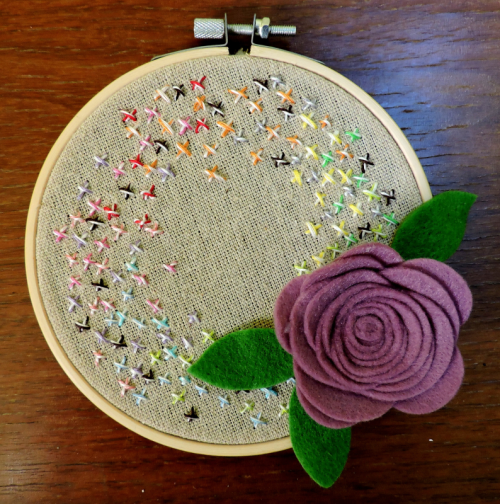Embroidery Hoop project using felt flowers and baker's twine.  Jillibean Soup Home Decor.  #diy #mixthemedia #jillibeansoup #embroideryhoop #feltflowers