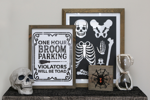 Halloween home decor projects using mix the media, wood planks and rustic frames.  How to create Halloween home decor.  Jillibean Soup home decor projects.  #jillibeansoup #mixthemedia #rusticframe #halloween #diy #homedecor #woodplanks