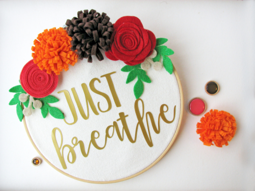 Mix the media home decor project using a cut file, embroidery hoop and felt flowers.  DIY home decor.  Jillibean Soup home decor projects.  #jillibeansoup #homedecor #mixthemedia #cutfile #embroideryhoop #feltflowers #diy