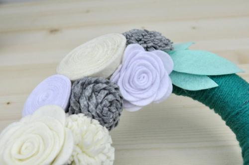 Jillibean Soup Yarn Wrapped Felt Flower Wreath Photo 3