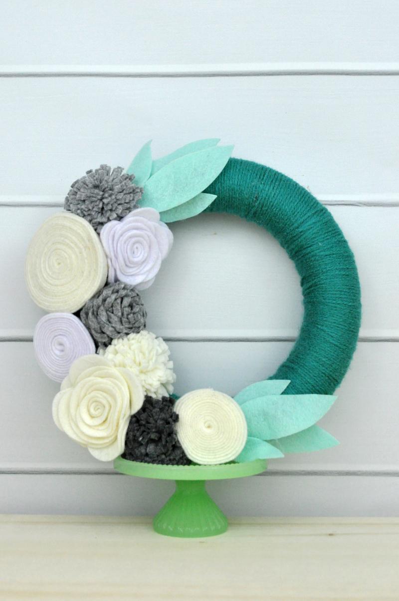Jillibean Soup Yarn Wrapped Felt Flower Wreath Photo 2