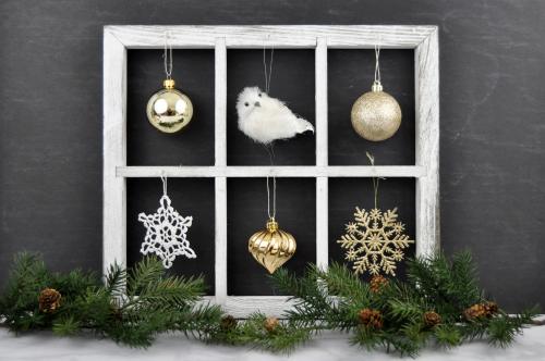 Christmas Ornament Display with Jillibean Soup Window Frame by Jen Gallacher. #jillibeansoup #windowframe #christmasornament