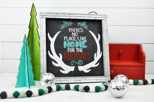 Home for the Holidays Chalkboard and Paint Pen Sign. #jillibeansoup #mixthemedia #christmascraft #christmaschalkboard