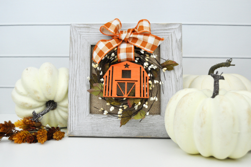 Farmhouse Autumn Wreath Sign by Jen Gallacher for Jillibean Soup #farmhousesign #diycraft #jillibeansoup