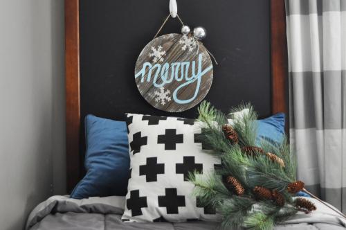 """Merry"" Christmas Wooden Sign. #jillibeansoup #mixthemedia #christmascraft #christmasgift"