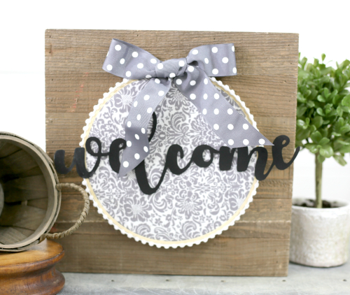 Welcome embroidery hoop on a plank sign by Jill from Jillibean Soup. #galvanized #embroideryhoop #jillibeansoup #mixthemedia