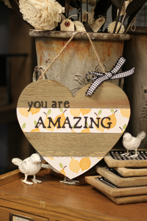 You are Amazing Heart Pallet Mix the Media Project by Patty Folcher for Jillibean Soup. #jillibeansoup #mixthemedia #heartsign #farmhousedecor